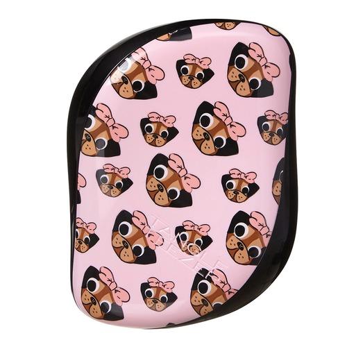 Closeup   compact pug love